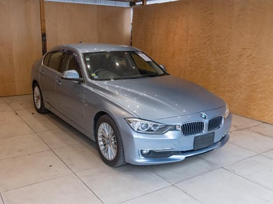 BMW 320d F30 NEW SHAPE / LUXURY TRIM