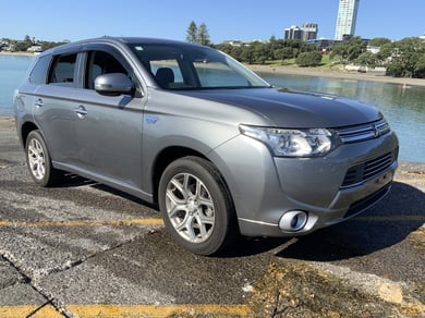 Mitsubishi Outlander PHEV G - ENGLISH RADIO