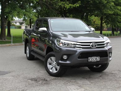 Toyota Hilux SR5 2.8L Double Cab 6 Speed Manual 4WD Ute
