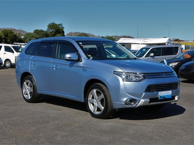 Mitsubishi Outlander PHEV.4WD.Cruise control.New tires.SRS Airbags.